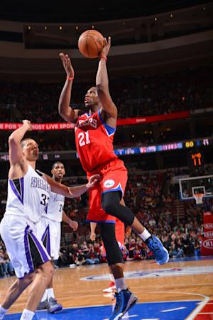 76ers pull away late to beat Kings 89-80