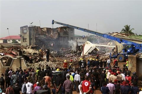Nigerians mourn air-crash deaths