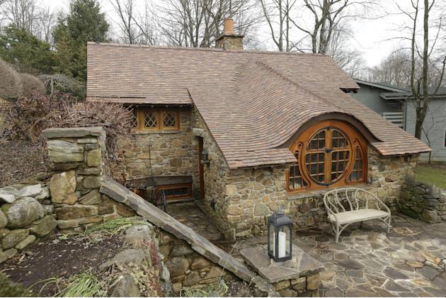 "Shown is an exterior view of the ""Hobbit House"" Tuesday, Dec. 11, 2012, in Chester County, near Philadelphia. Architect Peter Archer has designed a ""Hobbit House"" containing a world-class collection o"