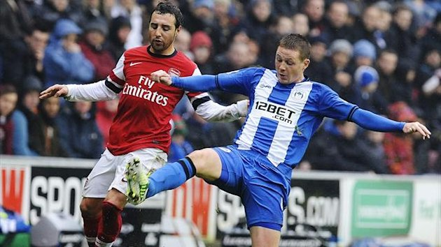 Wigan Athletic's James McCarthy (R) challenges Arsenal's Santi Cazorla during their English Premier League soccer match in Wigan, northern England December 22, 2012 (Reuters)