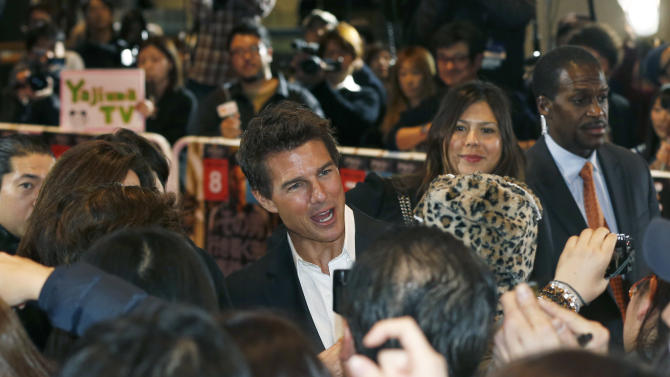 "U.S. actor Tom Cruise greets fans as he arrives for the Japan premiere of his new movie ""Jack Reacher"" in Tokyo,  Wednesday, Jan. 9, 2013. (AP Photo/Shizuo Kambayashi)"