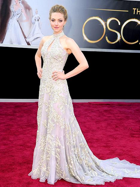 "Amanda Seyfried on Her Tight Oscars Dress: ""I Feel Like My Organs Are Being Pushed Out of My Body Slowly"""
