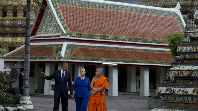 U.S. President Barack Obama, left, and U.S. Secretary of State Hillary Rodham Clinton, center, tour the Wat Pho Royal Monastery with Chaokun Suthee Thammanuwat, Dean, Faculty of Buddhism Assistant to the Abbot of Wat Phra Chetuphon, in Bangkok, Thailand, Sunday, Nov. 18, 2012. (AP Photo/Carolyn Kaster)