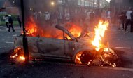 UK police arrest more than 200 after gangs loot shops, attack police in 3 days of London riots LON851-88_2011_194256_high