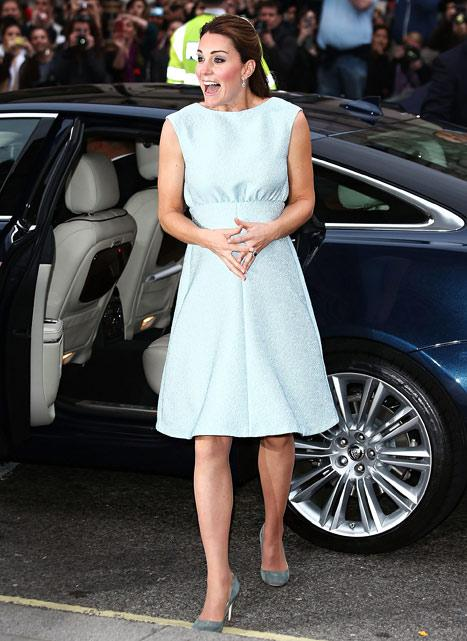 Kate Middleton Makes Adorable Face, Dresses Baby Bump in Blue: Pictures