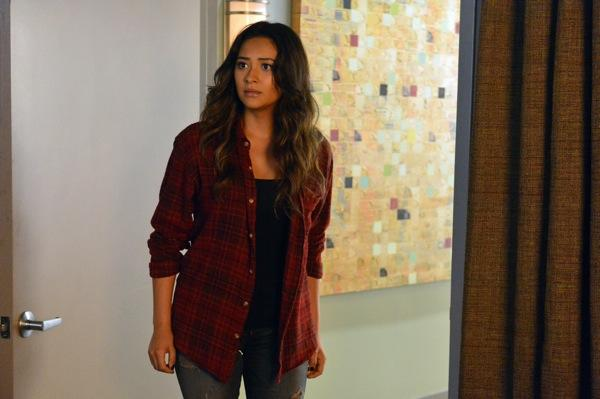Exclusive Pretty Little Liars First Look: A's Torment Becomes Beyond-the-Gravely Serious
