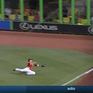 Hernandez's phenomenal catch
