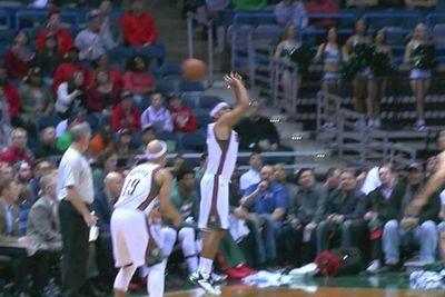 Jared Dudley shot a basketball backward, which is not what you're supposed to do