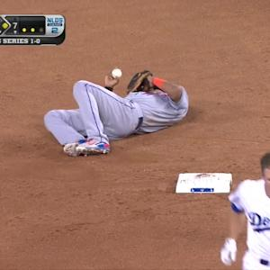 Collision at second, Dodgers tie