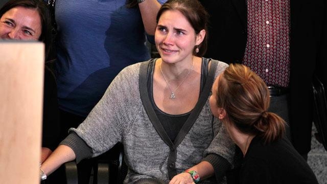 Amanda Knox Slips Out of Seclusion for Brief Shopping Trip