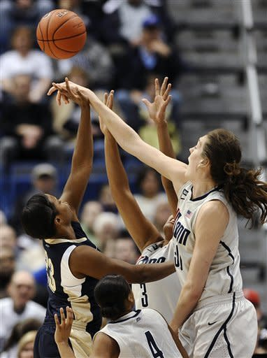 No. 3 UConn routs Pittsburgh 76-36