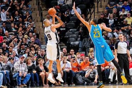 Spurs beat Hornets without Duncan, Popovich