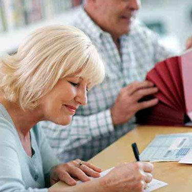 Senior-couple-with-financial-documents_web