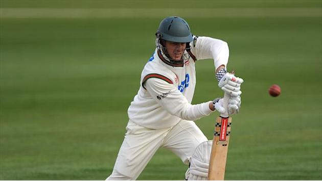 County - White leaves Leicestershire to join Lancashire