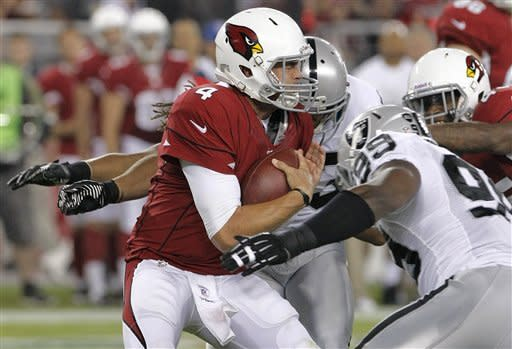 Skelton throws TD pass, Cards beat Raiders 31-27