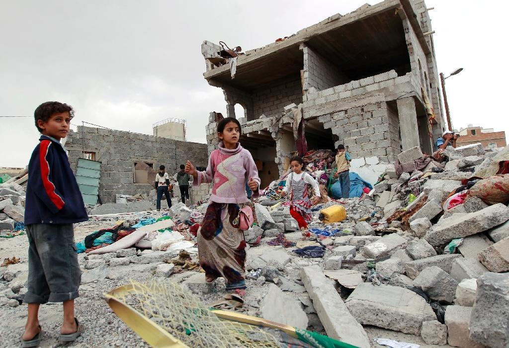 Saudi-led coalition air raid kills 31 in Yemen: medics