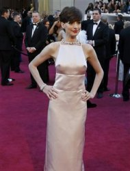 Anne Hathaway, best supporting actress nominee for her role in &quot;Les Miserables&quot; arrives at the 85th Academy Awards in Hollywood, California February 24, 2013 REUTERS/Adrees Latif