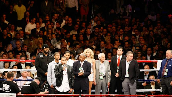 With the Watsons behind him, Chris Brown sings before a fight. (Photo credit: Craig Bennett/112575 Media Inc)