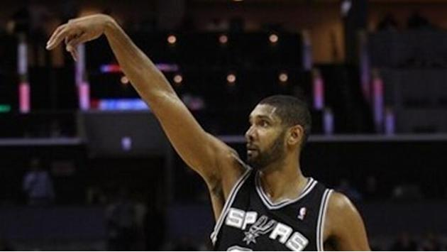 Duncan reaches deal to stay with Spurs