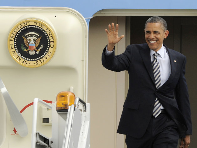 President Barack Obama waves as he walks off Air Force One after arriving at O'Hare International Airport in Chicago, Friday, June, 1, 2012. (AP Photo/Paul Beaty)