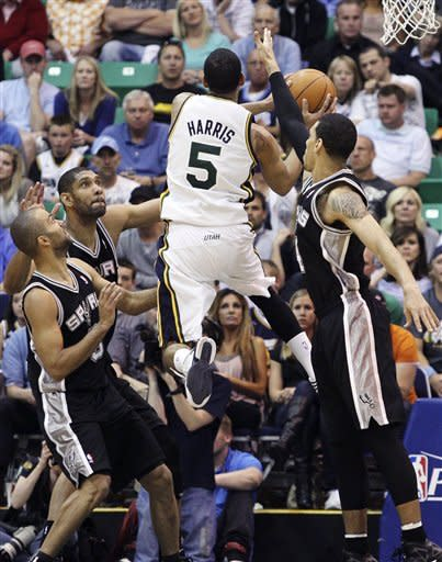 Parker helps, Spurs take 3-0 lead over Jazz