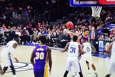D'Angelo Russell fired a no-look pass so good, it even fooled his teammate