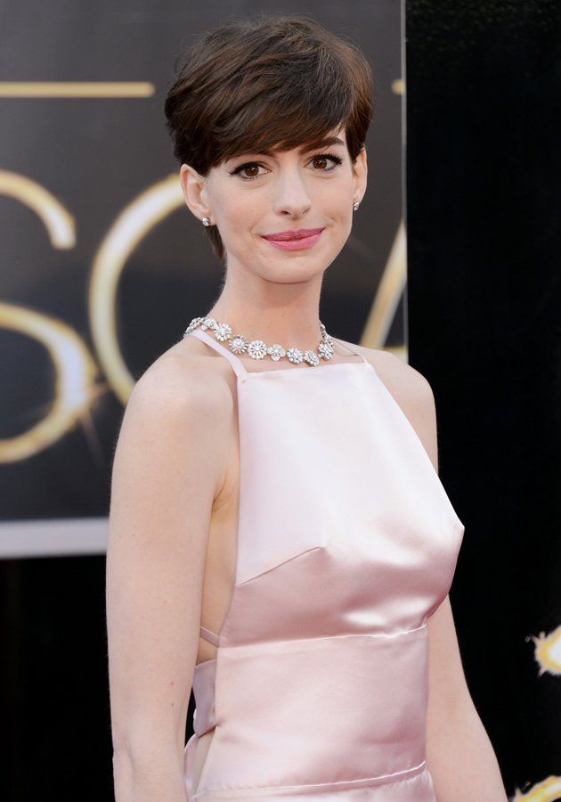 Anne Hathaway's nipples were clearly visible through her dress ©Getty