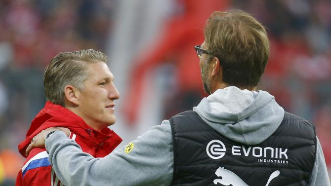 Borussia Dortmund's coach Klopp greets Bayern Munich's Schweinsteiger prior to German Cup semi-final soccer match against Bayern Munich in Munich