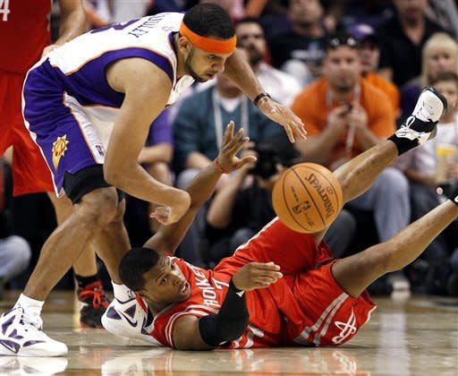 Scola helps Rockets top Suns 96-89