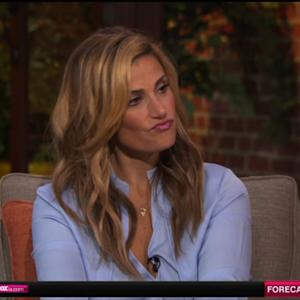 No, Idina Menzel Didn't Dye Her Hair Blonde to Look Like Elsa