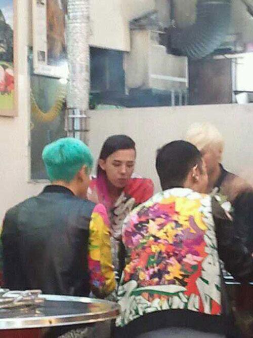 Big Bang captured at a restaurant