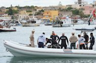 Divers leave Lampedusa harbour on October 6, 2013 to recover bodies from the sunken ship