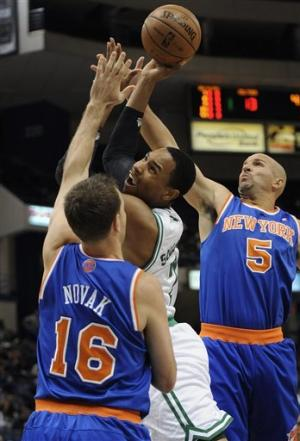 Anthony helps Knicks beat Celtics 98-95 in OT