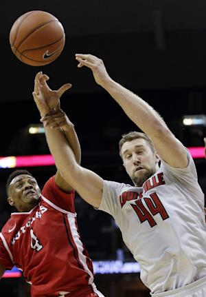 No. 5 Louisville routs Rutgers 92-31 at American