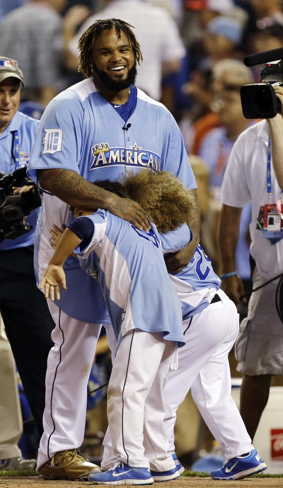American League's Prince Fielder, of the Detroit Tigers, hugs his children after competing in the final round of the MLB All-Star baseball Home Run Derby, Monday, July 9, 2012, in Kansas City, Mo. Fielder won the competition. (AP Photo/Jeff Roberson)