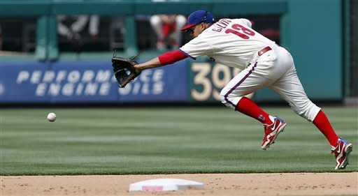 Hamels returns to pitch Phillies over Padres 3-2