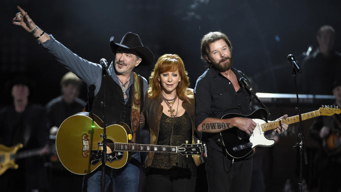 Kix Brooks, left, and Ronnie Dunn, right, of Brooks & Dunn, and Reba McEntire  perform at ACM Presents Superstar Duets at Globe Life Park on Friday, April 17, 2015, in Arlington, Texas. (Photo by Chris Pizzello/Invision/AP)