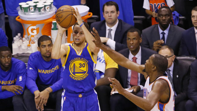 Golden State Warriors guard Stephen Curry (30) shoots in front of Oklahoma City Thunder forward Kevin Durant during the fourth quarter in Game 6 of the NBA basketball Western Conference finals in Oklahoma City, Saturday, May 28, 2016. Golden State won 108-101. (AP Photo/Alonzo Adams)