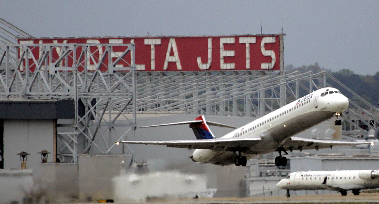 Lawmakers may end tax break on jet fuel, to Delta's dismay