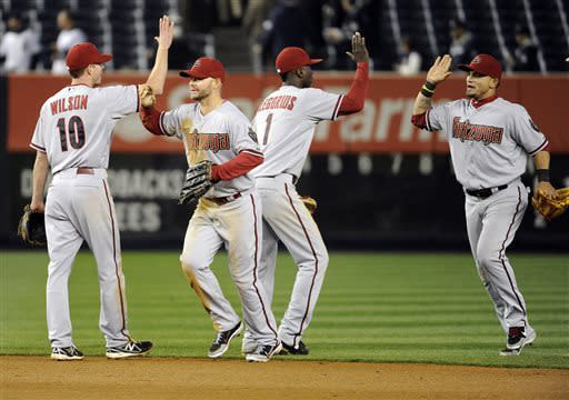 After fan gets 2 HR balls, D-backs beat Yanks 6-2