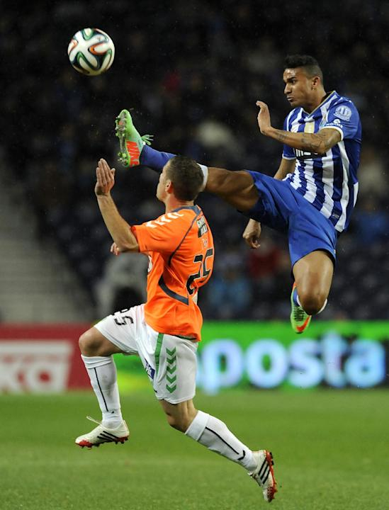 FC Porto's Danilo Silva, from Brazil, challenges Vitoria Setubal's Pedro Tiba, left, in a Portuguese League soccer match at the Dragao Stadium in Porto, Portugal, Sunday, Jan. 19, 2014