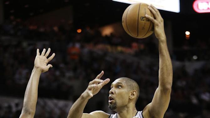 San Antonio Spurs' Tim Duncan (21) shoots over Miami Heat's Chris Bosh (1) during the first half at Game 4 of the NBA Finals basketball series, Thursday, June 13, 2013, in San Antonio. (AP Photo/Eric Gay)
