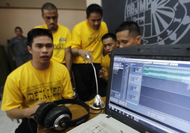 Inmates record rap songs for …