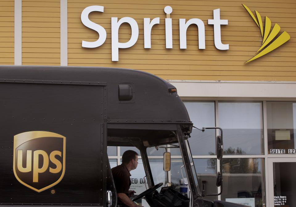 Sprint posts big 4Q loss, revenue rises