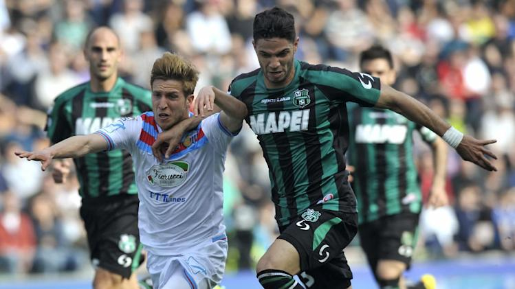 Sassuolo's Pedro Mendez of Portugal, right, competes for the ball with Catania's Sergio Gontan Keko of Spain, during their Serie A soccer match at Reggio Emilia's Mapei stadium, Italy, Sunday, March 16, 2014