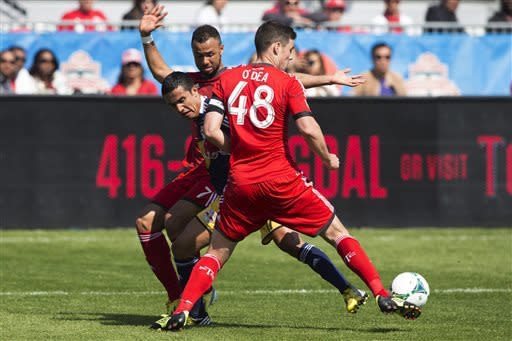 Cahill scores twice to lift Red Bulls at Toronto