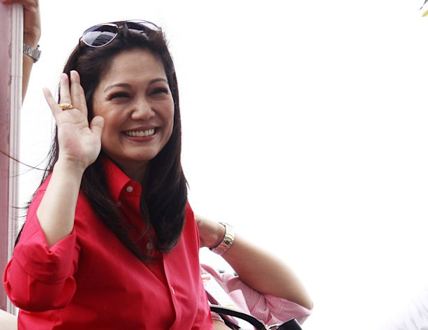 FILE PHOTO Diamond star Maricel Soriano, one of the cast of the movie Yesterday, Today and Tomorrow, waves to fans during the 2011 Metro Manila Film held at SM Mall of Asia in Pasay City, December 2011. (NPPA Images)