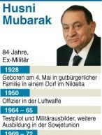 Nach den Urteilen im Prozess gegen gyptens frheren Prsidenten Husni Mubarak und mehrere Vertraute haben hunderte Menschen die Nacht auf dem Tahrir-Platz in Kairo verbracht. Einige Demonstranten schliefen in Zelten oder auf dem Asphalt. Am Samstagabend hatten sich rund 20.000 Menschen auf dem Platz im Zentrum der gyptischen Hauptstadt versammelt, um gegen den Freispruch von sechs hochrangigen Sicherheitsbeamten in dem Prozess zu demonstrieren