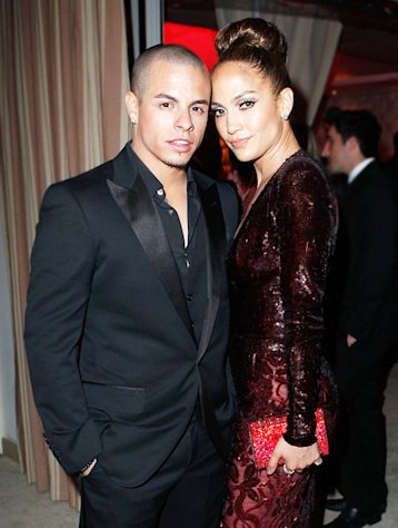 Jennifer Lopez, Casper Smart Celebrate One Year Anniversary on Twitter