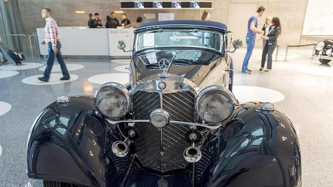 STU102. Stuttgart (Germany), 28/03/2015.- A 1938 Mercedes-Benz 540K convertible A, which is valued at 2.5 million Euro, is on display in front of the Mercedes Museum in Stuttgart, Germany, 28 March 2015. The auction, run by British auction house Bonhams on 28 March, is exclusively for Mercedes-Benz cars. (Alemania) EFE/EPA/DANIEL MAURER